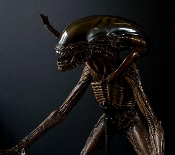 Alien-pose-8